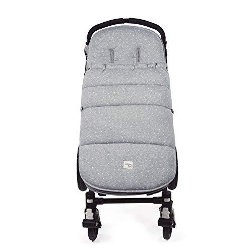 Walking Mum. Saco silla de paseo Dreamer. Funda para silla de paseo. Tejido en punto ideal para invierno. Uso universal. Color Gris/Estampado de estrellas. Medidas 50 x 3 x 88 cm